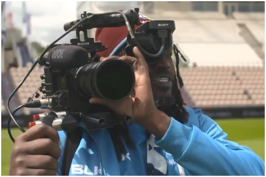 દક્ષિણ આફ્રિકા સામેની મેચ પહેલા ક્રિસ ગેઈલ કેમેરામેન બની ગયો હતો. ગેઈલે દક્ષિણ આફ્રિકા તરફથી આઈસીસી ઇવેન્ટ કવર કરી રહેલી એલ્મા સ્મિટ સાથે ખાસ વાતચીત કરી હતી.