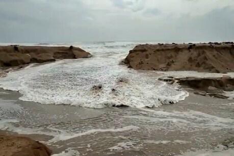 વાયુ વાવાઝોડુંઃ કુછડીમાં પારો તૂટ્યો,  લાંગરેલી 20થી વધુ હોડીઓ તણાઇ