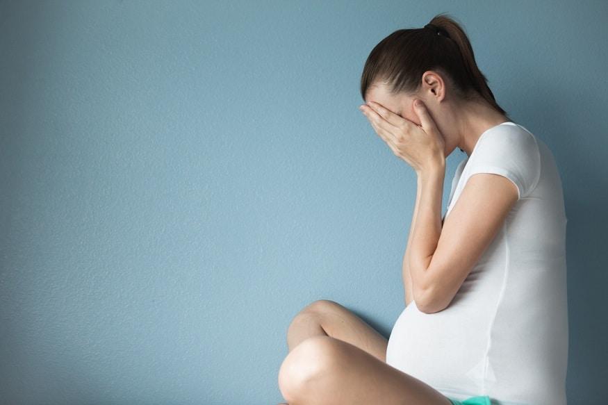 સાથી સાથે સંબંધ સ્થાપિત કર્યા પછી ઘણી વાર સ્ત્રીઓ આ બાબતને લઈને તણાવમાં રહે છે, કે જો પીરિયડ્સ મિસ થઈ જાય તો પછી કેટલા દિવસ પછી ટેસ્ટ કરવાથી પરિણામ મળશે. ખરેખર, પ્રગ્નન્સી ત્યારે જ કન્ફર્મ મનાય છે. જયારે મહિલાના બ્લડમાં HCG હર્મોન મળે. જોકે આ સંપૂર્ણ પ્રક્રિયામાં 6 થી લઇને 7 દિવસ લાગી શકે છે.