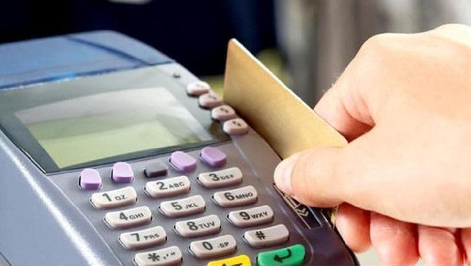 તમે જે બેંકનું એટીએમ રાખો છો ત્યા જઇને નવા કાર્ડ માટે અરજી કરી શકો છો. યાદ રાખો, કાર્ડ વિશે એફઆઈઆર પણ દાખલ કરો. બેંક તરફથી તેની માંગ કરવામાં આવે છે.