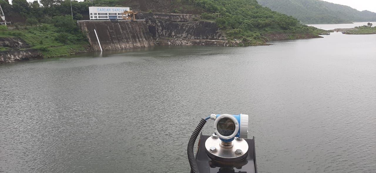 ઉપરવાસમાંથી 117568 ક્યુસેક પાણીની આવક થતાં કેનલમાં ગુજરાત માટે 4900 ક્યુસેક પાણી છોડવામાં આવી રહ્યું છે. હાલ ડેમમાં 2150 mcm લાઈવ સ્ટોરેજ પાણી છે.