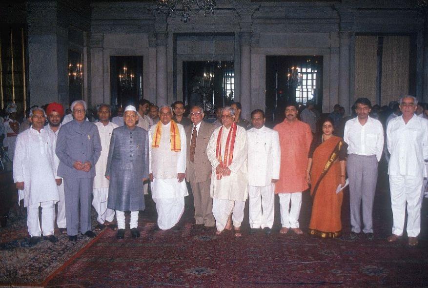 ભાજપનાં કદાવર નેતાઓ સાથે સુષમા સ્વરાજ. (Photo by Banerjee Dilip/The The India Today Group via Getty Images)