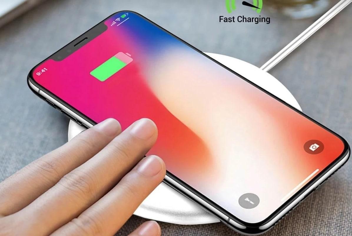 Portronics Toucharge...વાયરલેસ ચાર્જિંગ પેડની મદદથી સ્માર્ટફોન પર ગમે ત્યાં આરામથી ચાર્જ કરી શકાય છે અને રક્ષાબંધન પર તમારા ભાઈ માટે Portronics Toucharge X POR-897 10W શ્રેષ્ઠ ગિફ્ટ વિકલ્પ છે. તે બંને Android અને iOS ઉપકરણોને સપોર્ટ કરે છે. તમે તેને એમેઝોનથી 999 રૂપિયામાં ખરીદી શકો છો.