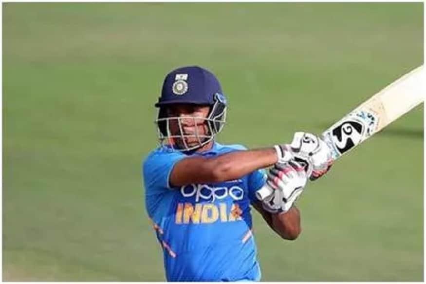 ફાઇનલમાં ટીમ ઇન્ડિયાને 262 રનનો લક્ષ્યાંક મળ્યો હતો. ભારતીય ટીમે લક્ષ્યાંકનો પીછો કરતા બે વિકેટ જલ્દી ગુમાવી દીધી હતી. આ પછી ધ્રુવે અણનમ 59 રન બનાવી ટીમને મેચ જીતાડી હતી.