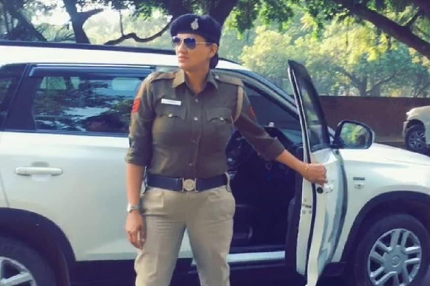 મહિલા કોન્સ્ટેબલ ગુરપ્રિત કૌર સેક્ટર 17 પોલીસ સ્ટશનમાં તૈનાત છે. જ્યારે એક અન્ય વીડિયોમાં તેની સાથે નજર આવી રહેલી બીજી મહિલા પોલીસકર્મીની ઓલખ નથી થઈ શકી.