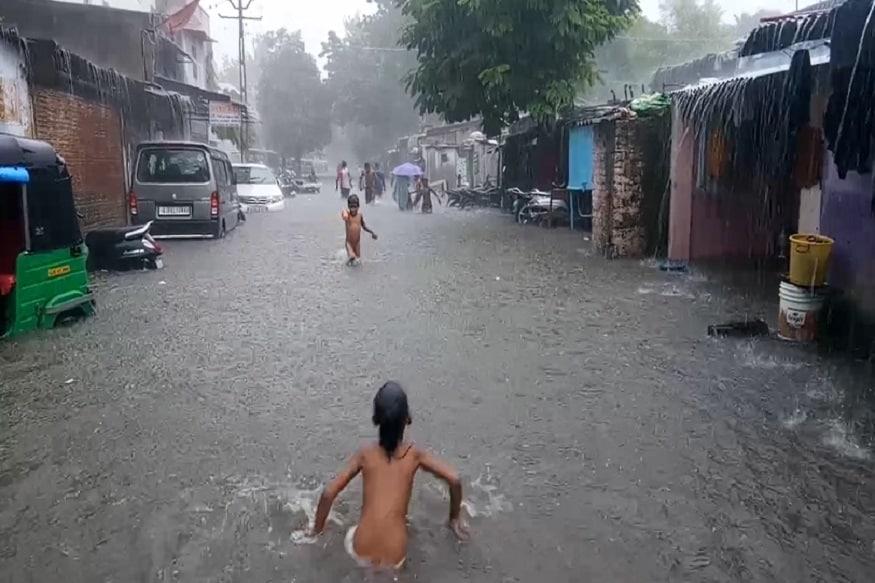 હવામાન વિભાગની આગાહી પ્રમાણે ગુજરાતના આણંદ, ભરૂચ, વલસાડ અને સુરતમાં અતિ ભારે વરસાદની આગાહી છે.