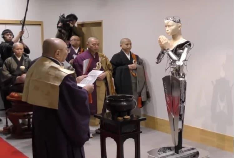 મંદિરના અન્ય પૂજારી, ટેંશો ગોટોએ કહ્યું કે આ રોબોટ ક્યારેય નહીં મરે અને સમય જતાં તે પોતાને સુધારી લેશે. આ એક રોબોટની સુંદરતા છે. તે આજીવન જ સંગ્રહિત કરી શકે છે. તેમણે કહ્યું કે આ બૌદ્ધ ધર્મમાં પરિવર્તન માનવામાં આવશે.