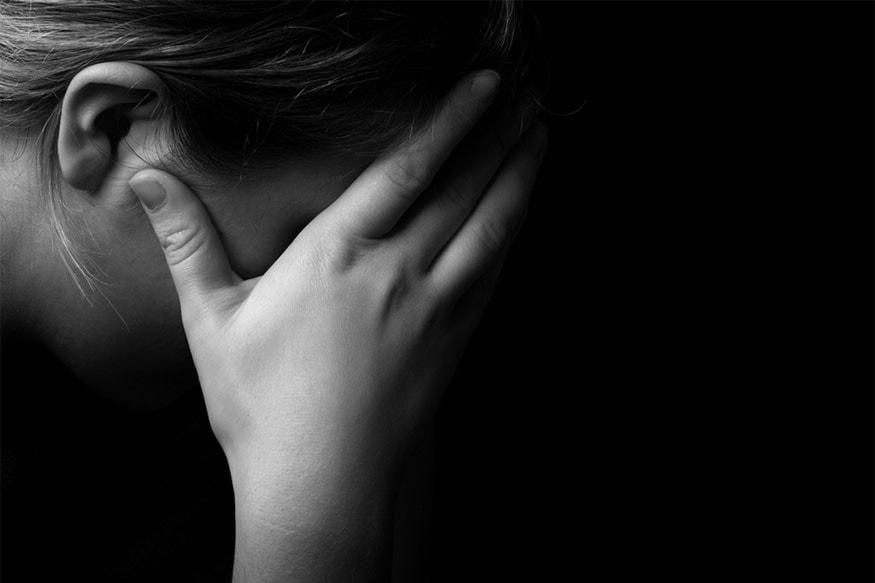 પતિને મારી નાખવાની ધમકી :મહિલાએ સુશાંતને અનૈતિક શરીર સંબંધ ન રાખવા અનુરોધ કરતા તેણે શારીરિક અને માનસિક ત્રાસ આપવાનું શરૂ કર્યું હતું. અને જો તે કહે તે પ્રમાણે ન કરે તો મહિલાના બંને છોકરા અને તેના પતિને જીવથી મારી નાખવાની ધમકી આપી હતી. સાથે રૂ. 30 લાખની માગણી કરી હતી. સતત ધમકી અને ત્રાસથી કંટાળીને મહિલા આખરે પોતાના વતન ઓડિશા ચાલી ગઈ હતી. મહિલાએ આ વાત તેમના પરિવારના લોકોને કહેતા ઓડિશામાં ફરિયાદ દાખલ કરવામાં આવી હતી. આ ફરિયાદ બાદમાં સુરતમાં ટ્રાન્સફર કરવામાં આવી હતી.