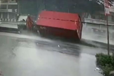 Video : વાપીમાં નેશનલ હાઇવે પર કન્ટેનરે પલટી મારી, CCTVમાં દૃશ્યો કેદ