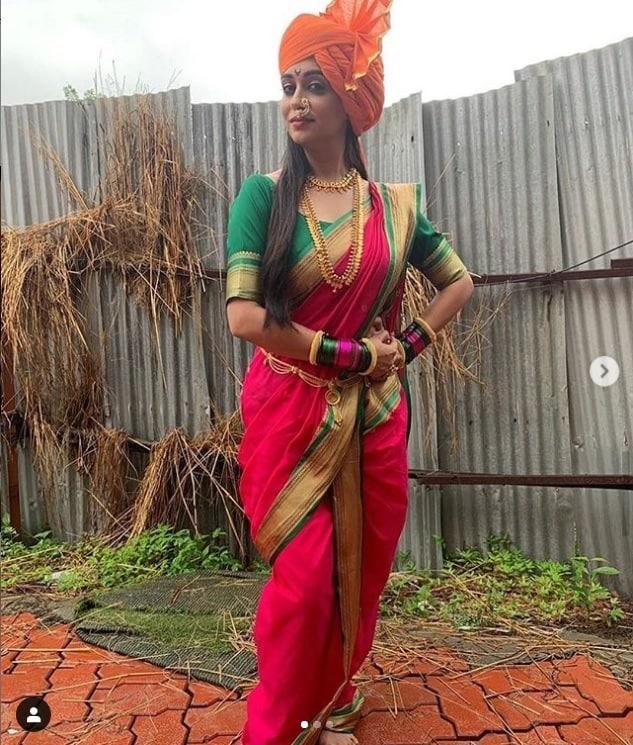આ મરાઠી ગેટઅપમાં તે ખુબજ સુંદર લાગી રહી છે. તેની આ સુંદર તસવીરો તેનાં પતિ શોએબ ઇબ્રાહિમે શેર કરી છે. (Photo: Instagram)