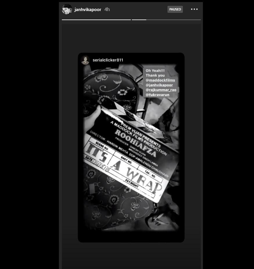 જાન્હવી કપૂરે તેનાં ઇન્સ્ટાગ્રામ પેજ પર સ્ટોરીમાં ફિલ્મમાં રૅપનો ફોટો શેર કર્યો છે અને ભધાનો આભાર માન્યો છે. આ તસવીરમાં લખેલું છે 'IT'S A WRAP'