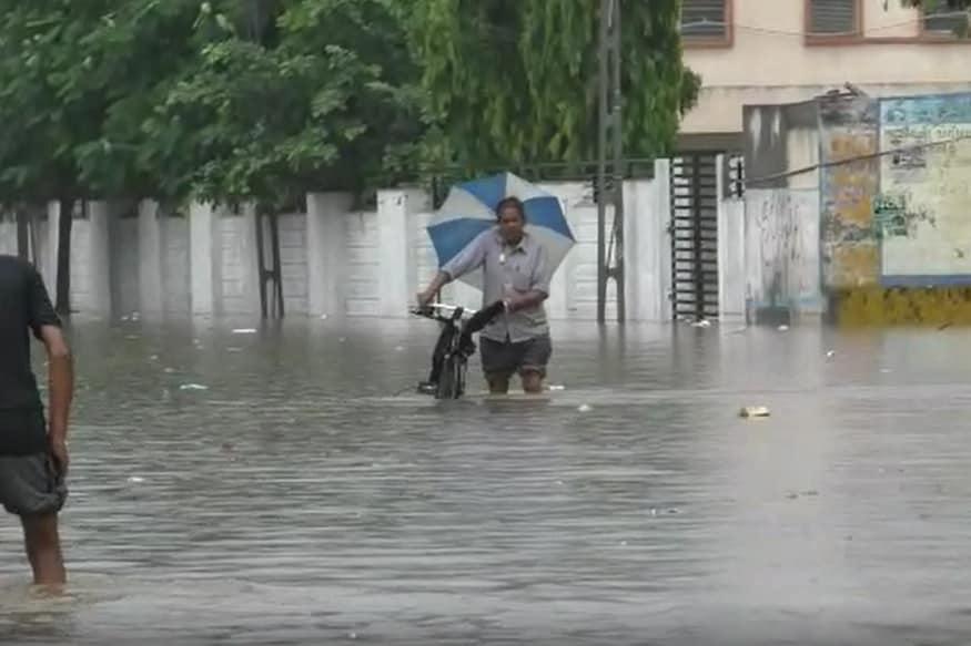 પાટણ જિલ્લામાં આજ સવારથી જ સર્વત્ર વરસાદ જામ્યો છે. પાટણ, ચાણસ્મા, હારીજ, સરસ્વતી ,સમી તેમજ રાધનપુર તાલુકાઓમાં મુશળધાર વરસાદ ખાબક્યો છે.