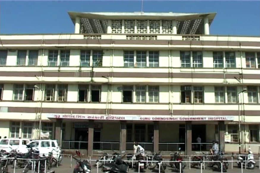 હાલાર પંથકમાં ચોમાસાની વિદાય થઈ છે સાથે સાથે ડેન્ગ્યૂએ હાહાકાર મચાવ્યો છે. જામનગર શહેરની જી.જી. હૉસ્પિટલમાં ડેન્ગ્યૂની સારવાર લઈ રહેલ એક વ્યક્તિનું મોત થયું હતું. ડેન્ગ્યૂના કારણે જામનગરમાં એક બાદ એક દર્દીઓ મોતને ભેટી રહ્યા છે. મૃતક દ્વારકા જિલ્લાના ભીમરાણાનો વતની હોવાનું જાણવા મળી રહ્યું છે.