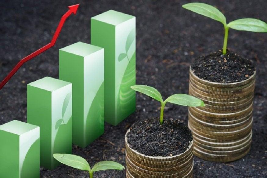 રોકાણનો માર્ગ અપનાવો, આવકની 20 ટકા રકમનું રોકાણ કરો : જો તમે ક્યાંય રોકાણ (Investment) નથી કરી રહ્યા તો આ નવા વર્ષથી રોકાણની શરૂઆત કરી દો. શરૂઆતમાં પોતાની આવકમાંથી 20 ટકા રકમ રોકાણ માટે નિર્ધારિત કરો. ત્યારબાદ જેમ-જેમ આવક વધતી જાય તેમ-તેમ રોકાણ વધારતા રહો. બચતની રકમને તમે પોસ્ટ ઓફિસ (Post Office), બેંકમાં ફિક્સ્ડ ડિપોઝિટ (Fixed Deposit), મ્યૂચ્યૂઅલ ફંડ (Mutual Funds)અને શૅર બજાર (Stock Markets)માં રોકાણ કરી શકો છો.
