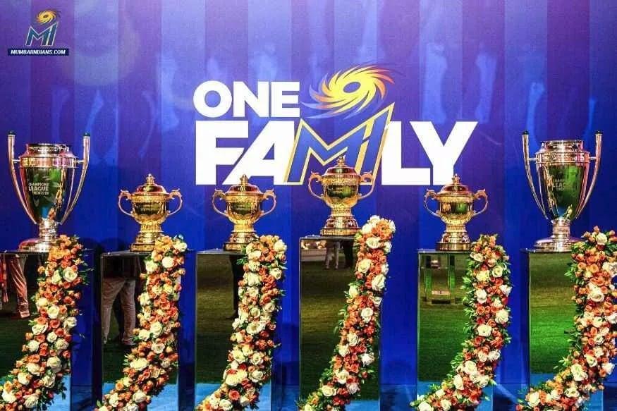 મુંબઈ ઇન્ડિયન્સની ટીમ અત્યાર સુધીમાં ચાર વખત આઈપીએલનું ટાઇટલ જીતી ચુકી છે. તેણે બે વખત ચેમ્પિયન્સ લીગ ટી-20 ટાઇટલ પણ પોતાના નામે કર્યા છે.