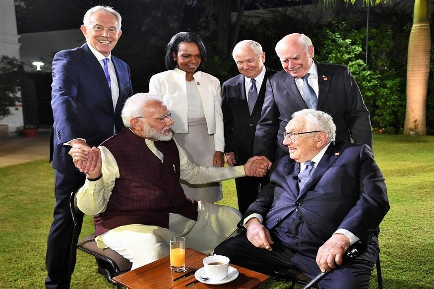 પ્રધાનમંત્રી નરેન્દ્ર મોદી (Narendra Modi)એ મંગળવારે દિલ્હીમાં જેપી મોર્ગન ઇન્ટરનેશનલ કાઉન્સિલ (JP Morgan International Council)ની બેઠકમાં ભાગ લીધો હતો. 2007 પછી આ મિટિંગ પ્રથમ વખત ભારતમાં થઈ રહી છે. પ્રધાનમંત્રી મોદી (PM Modi)એ કાઉન્સિલ મીટ દરમિયાન 2024 સુધી ભારતને 5 ટ્રિલિયન ડોલરની અર્થવ્યવસ્થા બનાવવા પર ચર્ચા કરી હતી. આ મિટિંગમાં દેશ અને વિદેશના મોટા ઉદ્યોગપતિ અને મોટા નેતા હાજર રહ્યા હતા.