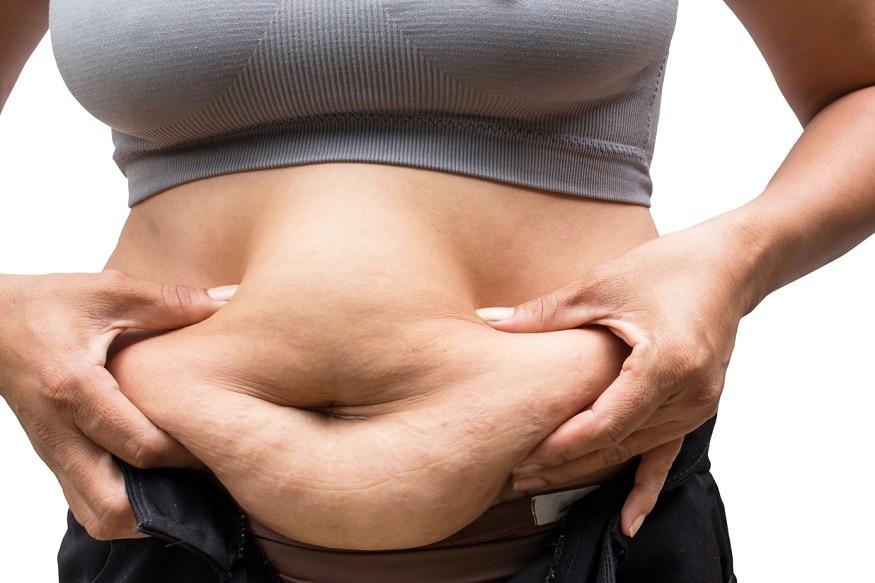 કોરોના કાળમાં વજન પર કાબુ રાખવો તે બધા માટે મુસીબત બની ગયું છે. વળી દરેક લોકો માટે વોક કરવું, જીમમાં જવું શક્ય પણ નથી હોતું. ત્યારે વજન ઓછું કરવા માટે એક ડાયટ પ્લાનને તમે અજમાવી શકો છો. જેનાથી 7 દિવસમાં તમારા વજનમાં તમે થોડા ફેરફાર જોઇ શકશો. જો કે આ ડાયટ પ્લાન સાથે તમારે 30 મિનિટ ફાસ્ટ વૉક અને 30 મિનિટની સામાન્ય કસરત પણ કરવી પડશે. સાથે જ આ ડાયેટ પર અમલ કરતા પહેલા ડૉક્ટરની સલાહ પણ લેજો. તો 7 દિવસ માટે ખાવાનું શું લેવું શું નહીં વાંચો અહીં.
