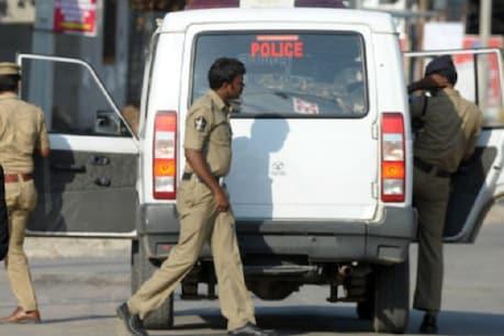 હૈદરાબાદ ગેંગરેપ હત્યા : પરિવારે કહ્યું- 100 નંબર ડાયલ કર્યો ત્યારે પોલીસે Aadhaar નંબર માંગ્યો હતો