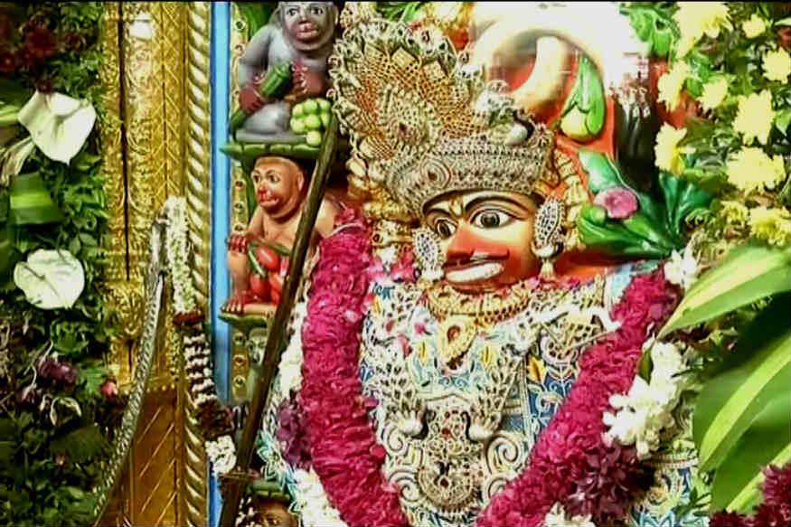 સાળંગપુર કષ્ટભંજન હનુમાનજી મંદિરમાં 54 ફૂટ ઊંચી હનુમાનજી ની પ્રતિમા મૂકાશે. પ્રતિમાની મુકવાની જગ્યા પર મંદિર વિભાગ દ્વારા ખાતમહૂર્ત કરવામાં આવ્યું હતું . મંદિર વિભાગના જણાવ્યા પ્રમાણે ભારતમાં આ પ્રથમ એવી આ મૂર્તિ હશે જે સોલિડ બ્લેક ગ્રેનાઈટ વાળી હશે.