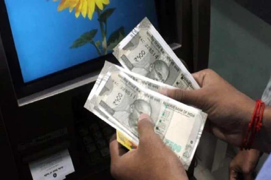 16 માર્ચ, 2020થી કેવા નિયમો લાગૂ પડશે :1) ભારતીય રિઝર્વ બેંક (RBI)એ બેંકોનો કહ્યુ છે કે કાર્ડ આપતા પહેલા કે કોઈને ફરીથી કાર્ડ આપતી સમયે દેશના એટીએમ અને પીઓએસ ટર્મિનલ્સ પર ફક્ત ડૉમેસ્ટિક કાર્ડથી ટ્રાન્ઝેક્શનને જ મંજૂરી આપવામાં આવે. એટલે કે જે લોકો વિદેશ આવતા-જતાં નથી તેમના કાર્ડ પર ઓવરસીઝ સુવિધા નહીં મળે. હવે બેંકમાં અરજી કરવા પર જ આવી સુવિધા મળશે. અત્યાર સુધી બેંકો આ સુવિધા ડિમાન્ડ વગર જ આપતી હતી.આથી હવે ગ્રાહકોએ વિદેશમાં ટ્રાન્ઝેક્શન, ઑનલાઇન ટ્રાન્ઝેક્શન તથા કૉન્ટેક્ટલેસ ટ્રાન્ઝેક્શન જેવી સુવિધા પોતાના કાર્ડ પર અલગથી લેવી પડશે. એટલે કે હવે આ માટે તમારે બેંકને અલગથી વિનંતી કરવી પડશે.