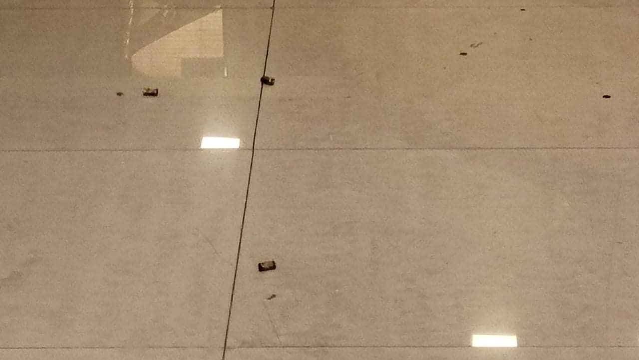 સૂત્રોના જણાવ્યા મુજબ અમર જ્વેલર્સના માલિકને અગાઉ ફોન પર કામરજેના માનસરોવર પ્રોજેક્ટમાંથી ખસી જવાની ધમકી મળી હતી જેના અંતર્ગત આ ફાયરિંગ થયું હોવાની શક્યતા છે.