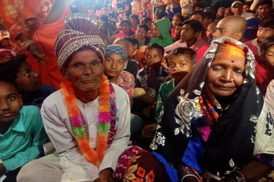 મનીષ મિશ્રા, કવર્ધા : છત્તીસગઢ (Chhattisgarh)ના કવર્ધા (Kawardha) જિલ્લામાં એક અનોખા લગ્ન (Unique Marriage) જોવા મળ્યા. અહીં 73 વર્ષના દુલ્હા (Groom)એ 67 વર્ષની દુલ્હન (Bride) સાથે લગ્ન કર્યા. સાત ફેરા પણ લેવામાં આવ્યા. જે અરમાન 50 વર્ષ પહેલા હતા તે હવે દીકરાએ પૂરા કર્યા. પોતાના પિતાની ઈચ્છા પૂરી કરતાં દીકરાએ હિન્દુ રિતી-રિવાજથી વૃદ્ધ દંપતીના ઐતિહાસિક લગ્ન કરાવ્યા. આ લગ્નમાં અનેક લોકો સાક્ષી રહ્યા. 73 વર્ષીય સુકાલ નિષાદ અને 67 વર્ષીય ગૌતરહિન બાદ નિષાદ 14 ફેબ્રુઆરીના રોજ એટલે કે વેલેન્ટાઇન ડે (Valentines Day) પર પ્રેમ-વિવાહમાં બંધાયા.