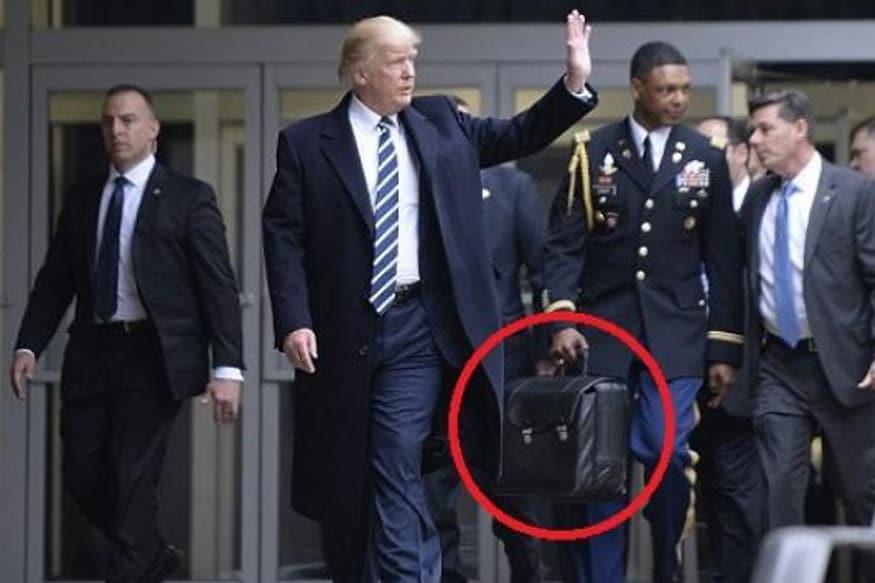 નવી દિલ્હી : અમેરિકાના રાષ્ટ્રપ્રમુખ ડોનાલ્ડ ટ્રમ્પ (Donald Trump) અને તેમની પત્ની મેલાનિયા ટ્રમ્પ (Melania Trump) 24-25 ફેબ્રુઆરીએ બે દિવસીય પ્રવાસે ભારત આવશે. પ્રવાસને ધ્યાને લઈ ટ્રમ્પની સુરક્ષાને લઈને વધુ સાવચેતી રાખવામાં આવી રહી છે. ટ્રમ્પની સુરક્ષા માટે તેમની ટીમ પણ સાથે આવશે પરંતુ એક ખાસ વસ્તુની ચર્ચા સૌથી વધુ થઈ રહી છે અને તે છે ન્યૂક્લિયર ફુટબોલ (Nuclear Football).
