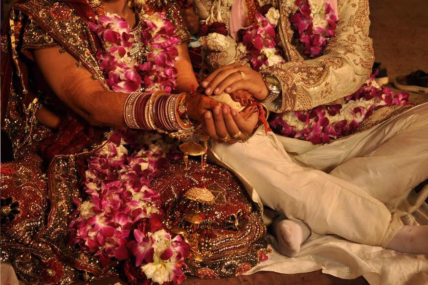 નોંધનીય છે કે, રામપુરના ચિરૈયાટાંડ નિવાસી રાજેશ કુમારની નાની દીકરી નિક્કી રાજના લગ્ન બોધગયાના ટેકુના ફાર્મના રહેવાસી સુદર્શન કુમારના દીકરા નીતીશ કુમારની સાથે લગ્ન લેવાયા હતાં.