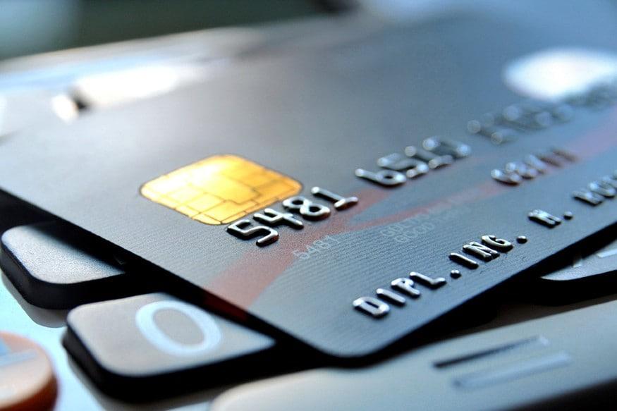 એક વિકલ્પ એવો પણ હોઈ શકે કે જો તમે તમારા ક્રેડિટ કાર્ડનું બિલ ચૂકવવા માટે અસમર્થ છો. તો તમે ત્રણ મહિનાની છૂટ લેવાને બદલે નાની પર્સનલ લોન લઈને પણ બિલની ચૂકવણી કરી શકો છો. કારણ કે ક્રેડિટ કાર્ડ પર વ્યાજનો જે દર લાગશે તેની સરખામણીમાં પર્સનલ લોનનો દર ખૂબ ઓછો હશે.