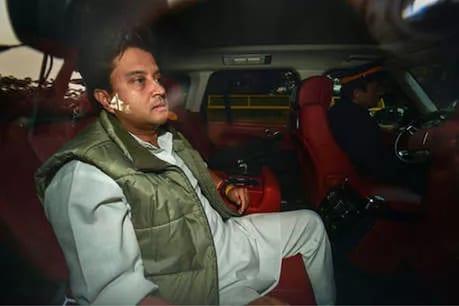 PM મોદી અને અમિત શાહને મળ્યા જ્યોતિરાદિત્ય સિંધિયા, પછી BJPના ચાર્ટર્ડ પ્લેનથી ધારાસભ્યોને બેંગલુરુ મોકલ્યા : સૂત્ર