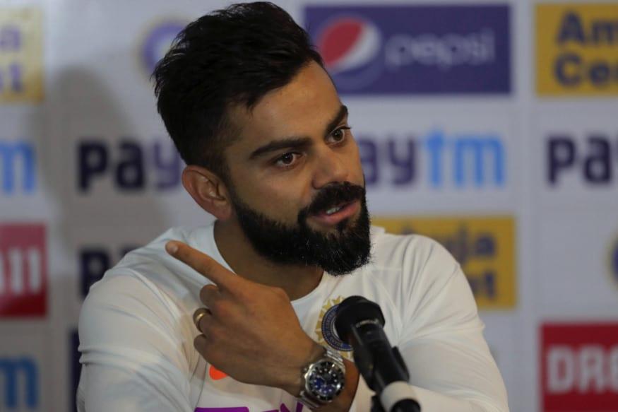 હાલ કોરોના વાયરસના કારણે ખેલાડીઓ પણ પોતાના ઘરે રહેવા પર મજબૂર છે. પણ હાલ તમામ ખેલાડીઓ સોશિયલ મીડિયામાં ખૂબ જ એક્ટિવ છે. ત્યારે ભારતીય ફૂટબોલ ટીમના કેપ્ટન સુનીલ છેત્રી (Sunil Chhetri) અને ભારતીય ક્રિકેટ ટીમના કેપ્ટન વિરાટ કોહલી (Virat kohli) ઇન્સ્ટાગ્રામ પર લાઇવ કરી રહ્યા હતા. બે અલગ અલગ રમતોના કેપ્ટનને એક સાથે લાઇવ જોવા મળતા જ તેમના ફેન્સ ખુશ થઇ ગયા હતા.