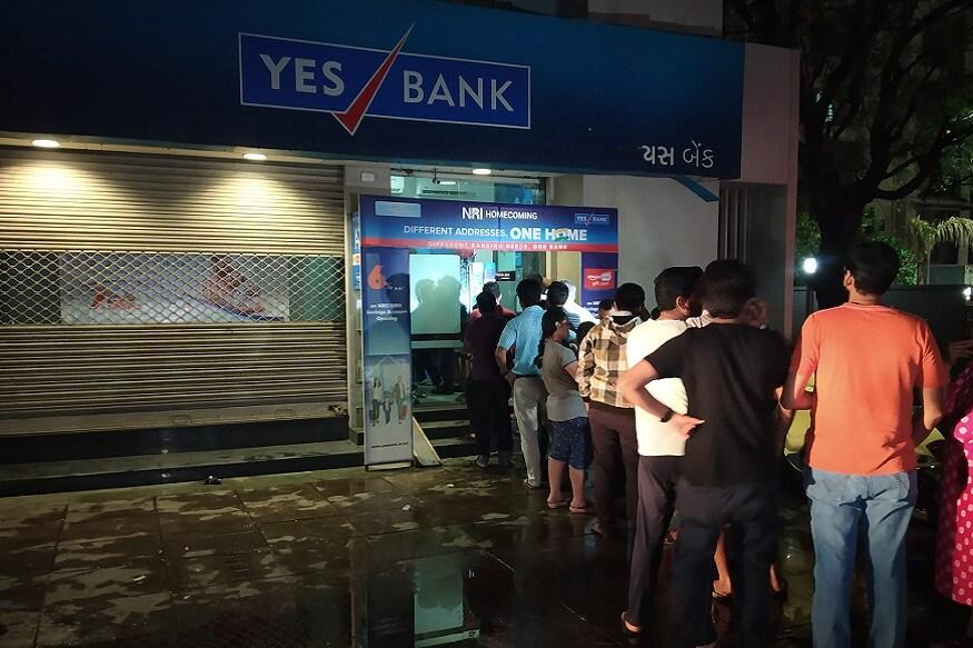 સૂત્રોએ ગુરુવારે જ જાણકારી આપી હતી કે ભારતીય સ્ટેટ બેંક અને અન્ય વિત્તીય સંસ્થાન મળીને યસ બેંકને આ હાલતમાંથી બહાર કાઢી શકે છે. મીડિયા રિપોર્ટ્સમાં કહેવામાં આવ્યું છે કે એસબીઆઈને કેન્દ્ર સરકારથી તેની મંજૂરી મળી ગઈ છે.