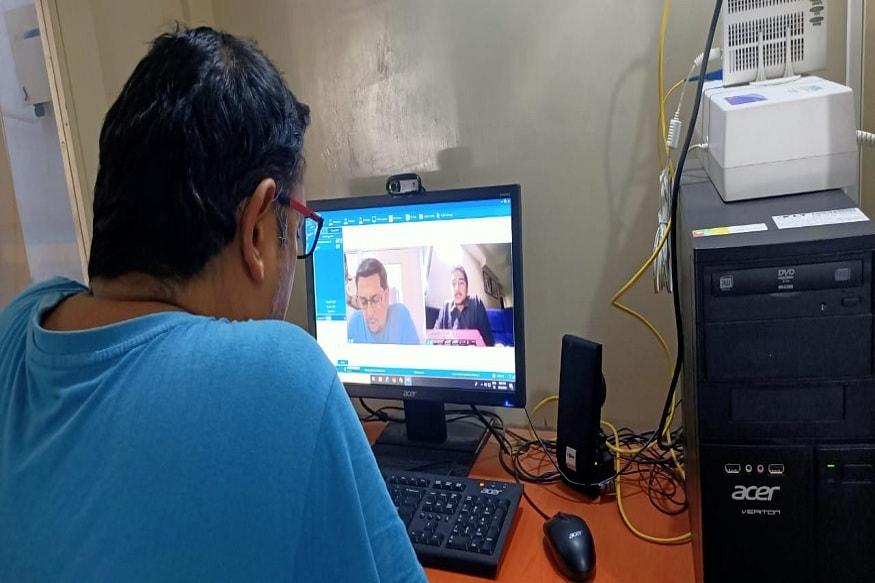 સેન્ટ્રલ જેલમાં બંધ કેદીઓ ને તેમના પરિવાર સાથે વાત કરાવવા પોલીસ દ્વારા e-મુલાકાત શરૂ કરાઈ છે. જેમાં કેદીઓ વીડિયો કોલ દ્વારા પોતાના પરિવાર સાથે વાત કરી રહ્યાં છે અને ખુશી વ્યક્ત કરી રહયાં છે.