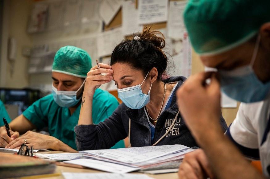 મિલાનના સૈન રફાયલ હોસ્પિટલના પ્રમુખ ડૉક્ટર અલ્બર્ટો જંગરીલોનું કહેવું છે કે ક્લિનિકલી વાયરસ હવે ઇટલીમાં નથી. આ હોસ્પિટલ લોમ્બાર્ડી શહેરમાં છે જ્યાં 16 હજાર લોકોની આ કારણે મોત થઇ છે.