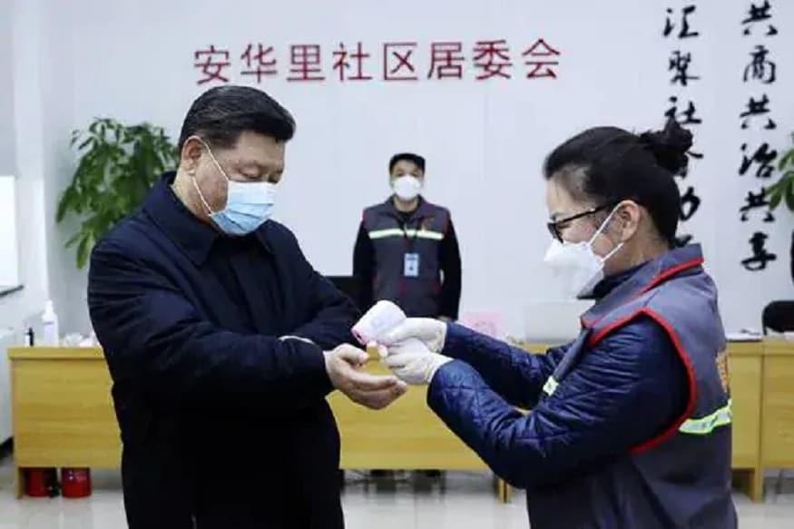 ચીની મીડિયા મુજબ લગભગ એક મહિનાથી વધુ સમય સુધી આઇસીયૂમાં સારવાર લીધા પછી હૂ વીફેંગનું નિધન થયું. કોરોના વાયરસથી બીમાર થવાથી તેમના શરીરમાં અનેક સમસ્યાઓ ઊભી થઇ હતી. આ પહેલા વુહાન સેન્ટ્રલ હોસ્પિટલના એક પ્રવક્તાએ કહ્યું કે એન્ટીબાયોટિક્સના વધુ પડતા ઉપયોગથી તેમની સ્ક્રીન કાળી થઇ છે. મીડિયામાં હૂ વીફેંગની તસવીરો પણ સામે આવી છે. જેમાં તેમની ત્વચા કાળી થઇ જવાનું સ્પષ્ટ દેખાતું હતું. વીફેંગના કેસે દુનિયાભરના લોકોનું ધ્યાન ખેંચ્યું. હૂ વીફેંગના સહયોગી ડોક્ટર યી ફાનની સ્કીન પણ આ રીતે જ કાળી પડી ગઇ હતી. પણ તે ઠીક થઇ ગયા હતા.