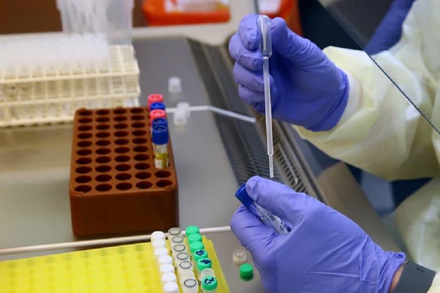 હૈદરાબાદઃ તેલંગાણા (Telangana)ના પાટનગર હૈદરાબાદ (Telangana)ની લેબમાં કોરોના વાયરસ (Coronavirus) સંક્રમણને તૈયાર કરવામાં આવી રહ્યો છે. જો તેને તૈયાર કરવામાં સફળતા મળશે તો ટૂંક સમયમાં તેની દવા અને રસીની શોધ કરવામાં મદદ મળશે.