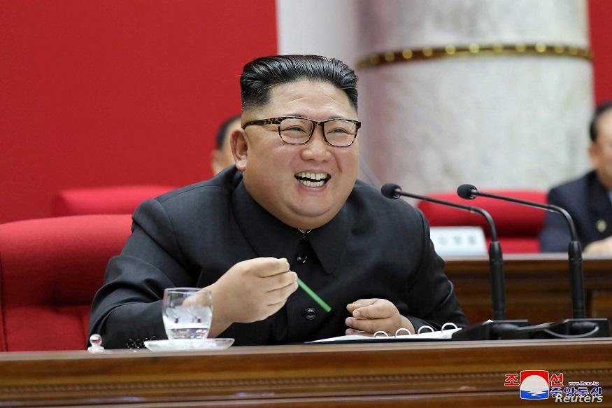 પ્યોંગયોંગઃ ઉત્તર કોરિયા (North Korea)ના સુપ્રીમ લીડર કિમ જોંગ ઉન (Kim Jong Un)ની સ્થિતિ ખૂબ ગંભરી બની ગઈ છે. અમેરિકન ઇન્ટેલિજન્સ એજન્સીઓ મુજબ, કિમ જોંગ ઉનની થોડા દિવસો પહેલા સર્જરી થઈ છે જે સફળ નથી રહી. તેમની હાલત હજુ પણ ખૂબ ખરાબ છે અને તેમના મોતની આશંકા પણ વ્યક્ત કરવામાં આવી રહી છે.