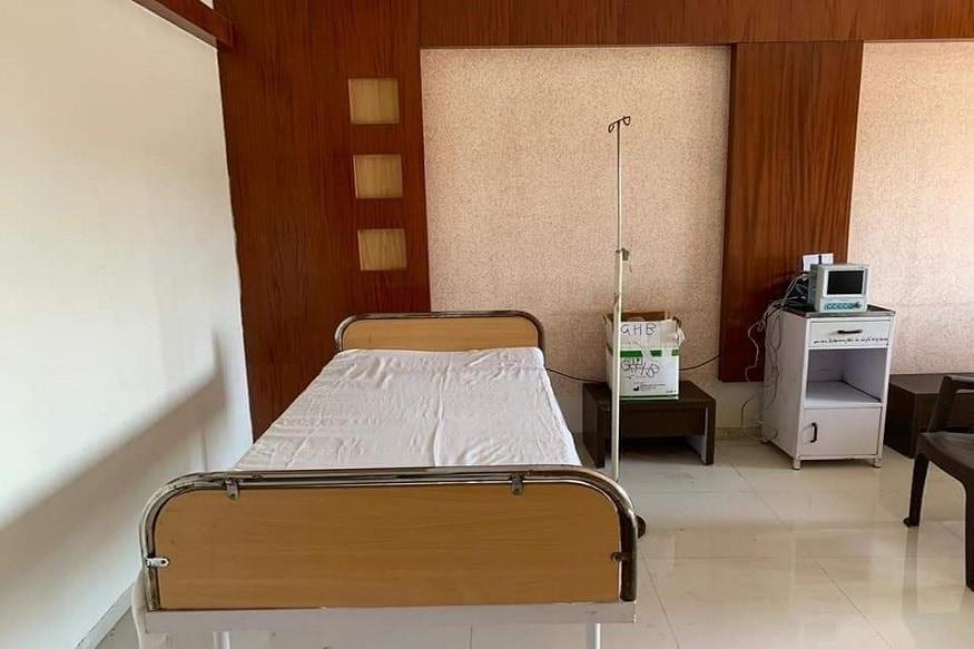 હનુમાનજી મંદિરમાં આવેલ આ ધર્મશાળાને હોસ્પિટલમાં તબદીલ કરાતા ઓ.પી.ડી, ડોક્ટર રૂમ, નર્સિંગ રૂમ, સેન્ટ્રલ ઓક્સિજન લાઈન સપ્લાય સહિતની વ્યવસ્થા ગોઠવવામાં આવી છે. તો સાથોસાથ દરેક રૂમમાં એટેચ બાથરૂમ ટોઇલેટની વ્યવસ્થા પણ ગોઠવવામાં આવી છે. તેમજ તમામ એરિયાને સીસીટીવીથી સજ્જ કરવામાં આવ્યો છે.
