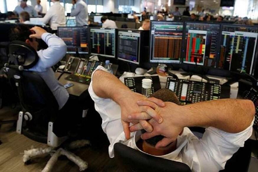 નવી દિલ્હીઃ રોકાણકારોના હિતની રક્ષા માટે મુખ્ય શૅર બજારો બીએસઈ (BSE) અને એનએસઈ (NSE)એ તેમને સલાહ આપી છે કે તેઓ લગભગ 480 ઇલિક્વિડ શૅરો (Illiquid Stocks)માં ખરીદ-વેચાણ કરતી વખતે વધુ તકેદારી રાખે. ઇલિક્વિડ શૅરોમાં મર્યાદિત વેપાર હોય છે અને તેને સરળતાથી વેચી નથી શકાતા. આ શૅર ભારે જોખમવાળા હોય છે અને તેની સામે રોકડ રકમ મેળવવી ખૂબ મુશ્કેલ હોય છે. બંને શૅર બજારોએ એક સમાન પરિપત્રોમાં કહ્યું કે આ શૅરોમાં ખરીદ-વેચાણ કરતાં પહેલા ઊંડી જાત તપાસ કરવાની જરૂર છે.