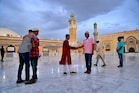 #Photos : કોરોના સમયે દુનિયાભરના લોકોએ કંઇક આ રીતે ઉજવ્યો ઇદનો તહેવાર
