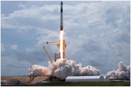 એલન મસ્કની SpaceXએ રચ્યો ઈતિહાસ, પહેલીવાર પ્રાઇવેટ કંપનીનું રોકેટ 2 અંતરિક્ષ યાત્રીકોને લઈ રવાના