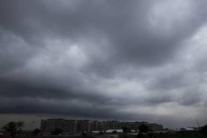 ગુજરાતમાં આ વખતે ચોમાસું સાનુકૂળ રહે તેવી પણ હવામાન વિભાગની આગાહી છે. હાલમાં પ્રી મોન્સૂન એક્ટિવિટીનો ગુજરાતમાં પ્રારંભ પણ થઇ ગયો છે. જેના કારણે શુક્રવારે ઉત્તર ગુજરાત, દક્ષિણ ગુજરાત, સૌરાષ્ટ્રના કેટલાક જિલ્લાઓમાં વરસાદ પણ પડયો હતો.