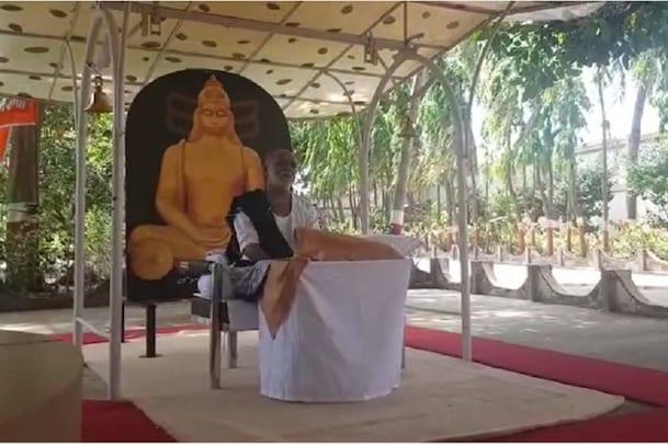 શ્રોતા વિનાની રામકથા : મોરારિ બાપુ નવ દિવસ 'લાઇવ કથા' કહેશે, જાણો ક્યાંથી સાંભળી શકાશે