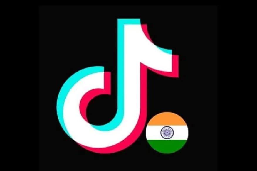 ચીનની જાણતી શોર્ટ વીડિયો મેકિંગ એપ ટિકટોક (TikTok)એ પોતાના તમામ સોશિયલ મીડિયા પર પ્રોફાઇલ ફોટો (profile photo)માં ભારતનો તિરંગો સામેલ કર્યો છે. પહેલા ફેસબુક (facebook) અને ટ્વિટર (twitter) પર તેના પ્રોફાઇલ ફોટોમાં માત્ર ટિકટોકનો લોગો દેખાતો હતો, પરંતુ હવે બંને સ્થળે લોગોની બાજુમાં ભારતનો તિરંગો જોવા મળી રહ્યો છે. જ્યાં એક તરફ ભારત અને ચીન વચ્ચેના તણાવથી ભારતીય સોશિયલ મીડિયા (social media) પર ચીની માલ અને એપને બોયકોટ ની માંગ કરવામાં આવી રહી છે, એવામાં ટિકટોકનું પ્રોફાઇલમાં તિરંગાનો ઉપયોગ કરવાનું કારણ ભારતના નારાજ ગ્રાહકોને ખુશ કરવાનું છે.
