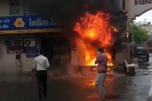 અમદાવાદ : ATMમાં આકસ્મિક કારણે લાગી આગ, મશીન સાથે પૈસા પણ બળીને ખાખ
