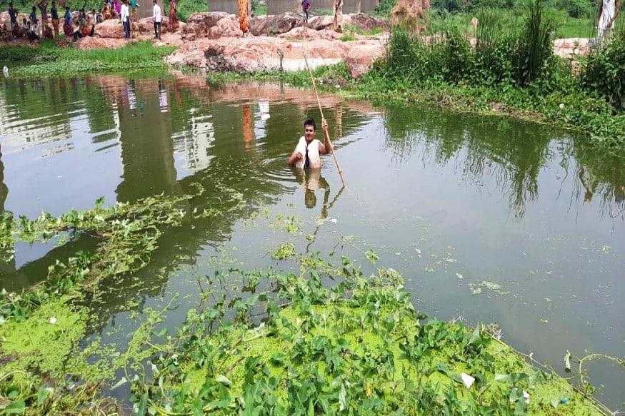 બનાવની વિગત એવી છે કે હિમ્મતનગરમાં બાયપાસ પાસેથી હાથમતી નદી પસાર થાય છે. હાલમાં ચોમાસા પહેલાં નદીમાં ખાસ પાણી નથી છતાં નદી ઉંડી છે અને શેવાળ જામેલું છે. તેવામાં આજે હિમ્મતનગરમાં માસીના ઘરે લગ્નપ્રસંગે કલાલોથી આવેલો એક યુવક ન્હાવા માટે પડ્યો હતો.