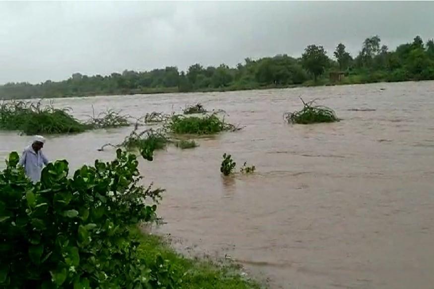 આ ઉપરાંત ગુજરાતના અન્ય વિસ્તારોમાં વરસાદની સ્થિતિ અંગે વાત કરીએ તો રાજકોટના પડધરીમાં 113 mm, રાજકોટ શહેરમાં 104 mm, જામનગરના ધ્રોલમાં 97 mm, કચ્છના ભચાઉમાં 83, દેવભૂમિ દ્વારકાના ખંભાળિયામાં 79 mm, જામનગરના તાલપુરમાં 70 mm, જામનગર શહેરમાં 69 mm વરસાદ નોંધાયો હતો.
