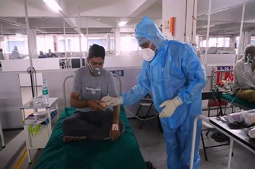 પ્રજ્ઞેશ વ્યાસ, સુરત: કોવિડ-19ની પરિસ્થિતિમાં કોરોના સંક્રમણની સામે લડવા સારી રોગપ્રતિકારક શક્તિ હોવી એ વરદાનરૂપ છે. સમગ્ર વિશ્વને ભારતે આપેલી અણમોલ ભેટ સમાન આયુર્વેદ પધ્ધતિ રોગપ્રતિકારક શક્તિ વધારવા સર્વશ્રેષ્ઠ છે. સુરતમાં સિવિલ અને સમરસ હોસ્ટેલમાં આયુર્વેદિક સારવારના સારા પરિણામો મળવાથી સ્મીમેર હોસ્પિટલમાં પણ દર્દીઓને આયુષ મંત્રાલયની ગાઈડલાઈનને અનુસરીને એલોપેથિક સારવારની સાથે દર્દીઓની સંમતિથી આયુર્વેદિક અને હોમિયોપેથિક સારવાર થઈ રહી છે.