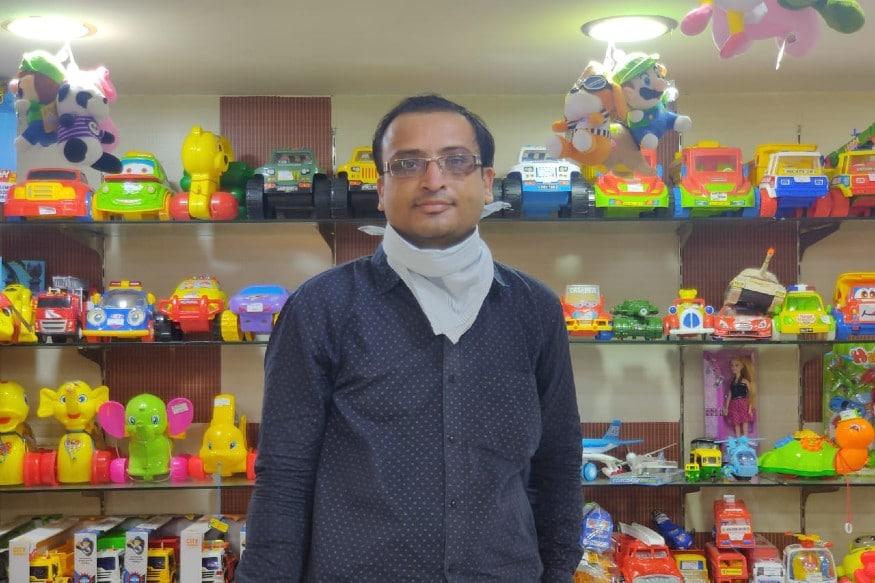 અમદાવાદ ગામ રમકડા એસોસિએશનના (president of Ahmadabad toys association) પ્રમુખ કેતનભાઈ પાસેથી અમને જાણવા મળ્યું કે અમદાવાદમાં આશરે ૨૫ કરોડનો stock ચાઈનીઝ રમકડાંઓ છે જેને કોઇપણ વેપારી હવે વેચી નહીં શકે.આ અંગે અમદાવાદ ટોયસ એસોસિએશન ના પ્રમુખ કેતન પટેલના કહેવા પ્રમાણે અમદાવાદમાં 25 કરોડ ના ચાઈનીઝ રમકડા પડ્યા છે. જે સ્ટોક છે ત્યાં સુધી હજી વેચાશે.