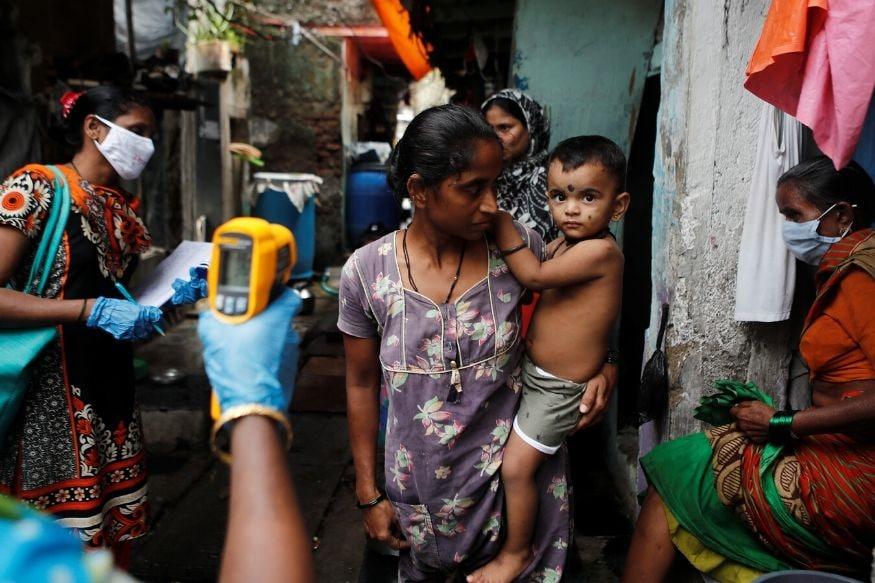 નવી દિલ્હીઃ કોરોના વાયરસ (Coronavirus)નો કહેર રોજેરોજ વધતો જઈ રહ્યો છે. કુલ સંક્રમિત લોકોની સંખ્યા 9 .36 લાખ થઈ ગઈ છે. બુધવારે જાહેર થયેલા આંકડા મુજબ ભારતમાં એક દિવસમાં 29,429 કોરોના વાયરસ (COVID-19)ના કેસો સામે આવ્યા છે. આ ઉપરાંત, છેલ્લા ચોવીસ કલાકમાં કોરોનાના કારણે 582 દર્દીઓનાં મોત થયા છે. દેશમાં અત્યાર સુધીમાં કોરોનાના 9 લાખ 36 હજાર 181 કન્ફર્મ કેસ નોંધાયા છે.